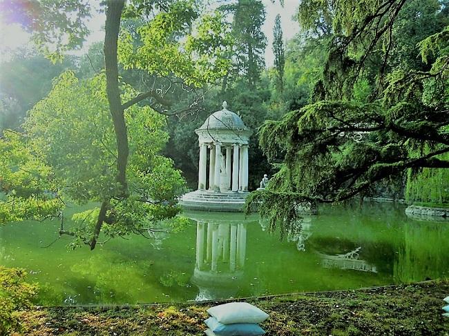 Villa Durazzo Pallavicini - il tempio di Diana al Lago Grande